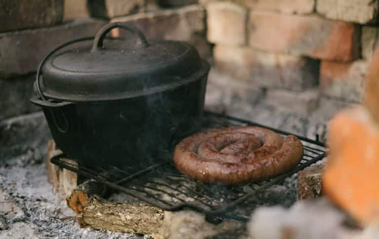 How to Clean Rust off a Dutch Oven Camping Pot | Quick Fix
